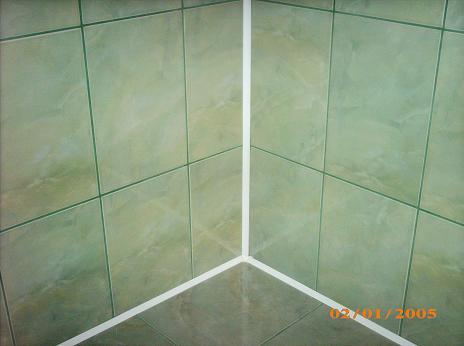 Укладка углов плитки в ванной своими руками видео
